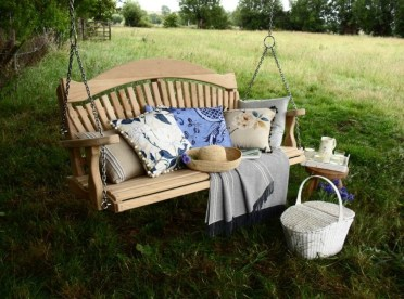 Altalena-da-giardino-grande-albero-appeso-pronta-per-un-picnic