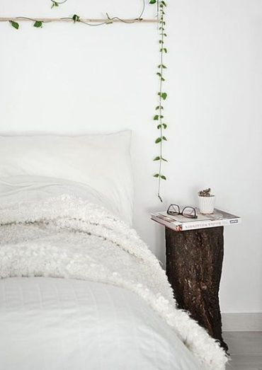 Tree-trunk-nightstand
