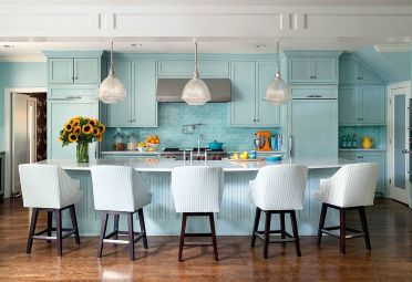 Work-with-different-shades-of-blue-to-create-that-summery-vibe