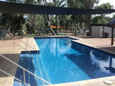 Outdoor-swimming-pool-sun-shade-ideas-patio-awnings-ideas
