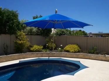 Patio-design-ideas-outdoor-pool-sun-shade-umbrella