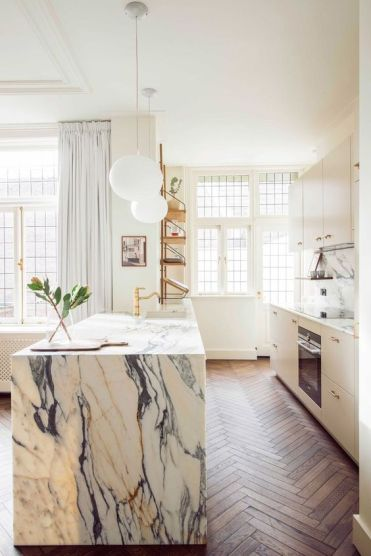 04-a-chic-modern-kitchen-in-white-and-a-white-marble-kitchen-island-gold-fixtures-for-a-more-glam-look