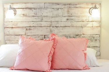 1-reclaimed-wood-and-distressed-finsihes-give-this-headboard-a-smart-shabby-chic-vibe