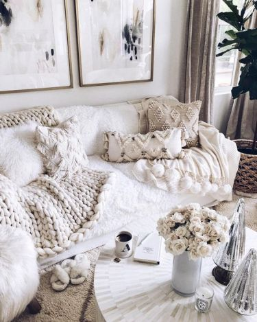1-lots-of-fringe-and-beaded-pillows-and-a-chunky-knit-blanket-make-the-living-room-amazingly-cozy-and-wlecoming