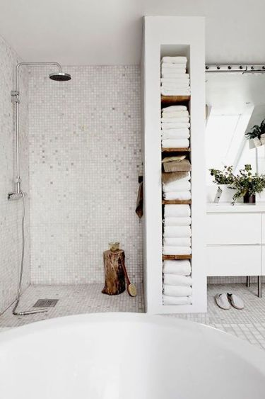 17-a-built-in-shelving-unit-that-doubles-as-a-shower-space-divider-and-holds-all-the-towels-is-a-smart-solution
