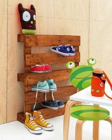25-pallet-transformed-into-a-sneaker-shelf