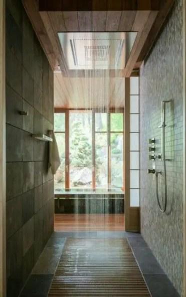 26-doccia-ispirata-ad-est-con-pavimento-in-legno-e-doccia-a-pioggia