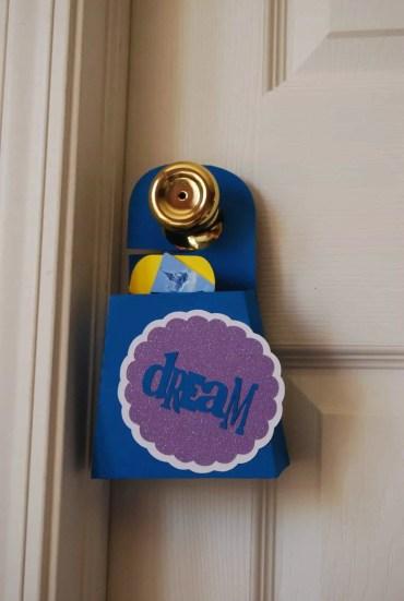Foam-box-door-hanger
