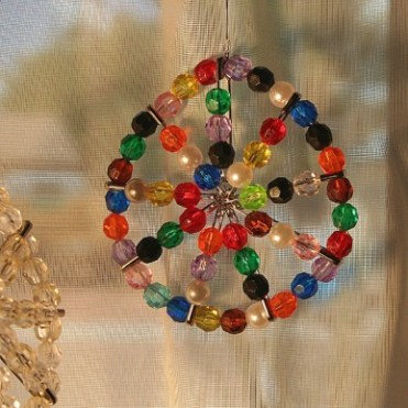 Colorful-diy-suncatchers-to-make-with-kids-4