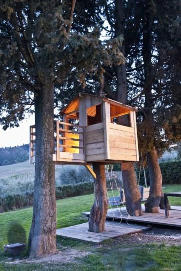 Fiano-casa-sull'albero-per-bambini-royalty-free-image-161676952-1567116795