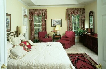 Traditional-style-primary-bedroom-feb192021-03-min