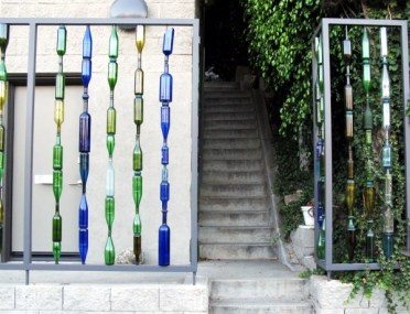 Use-empty-wine-bottles-in-the-garden-again-20-clever-ideas-5-277