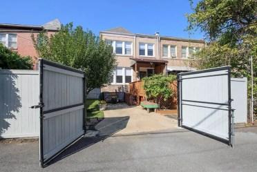 Wood-privacy-driveway-gate