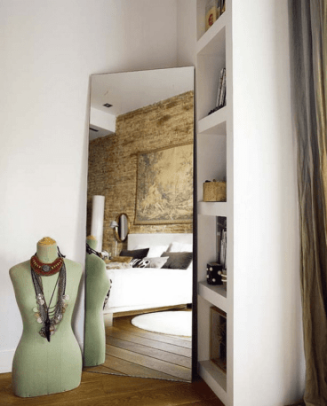 06-a-mirror-in-the-corner-gives-some-volume-to-the-bedroom
