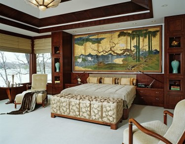 1-painted-screen-above-the-headboard-in-the-bedroom
