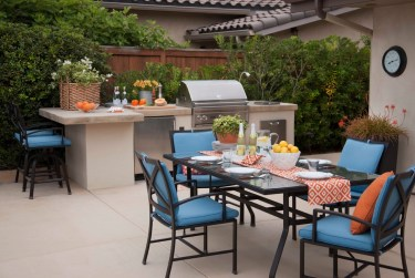 Outdoor-kitchen-with-a-natural-texture-of-raw-stone