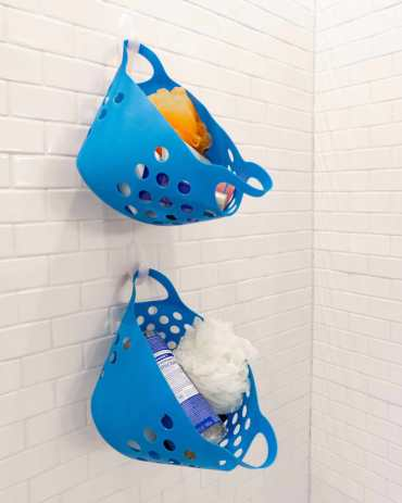 At_art_photo_2020-02_small-bathroom-tricks_small-baskets-shower