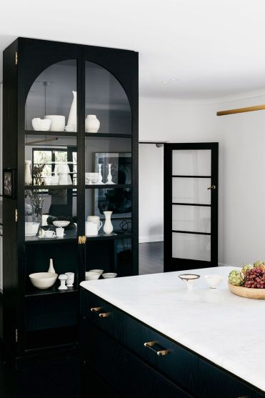 Black-kitchen-cabinets-arent-pyke-pymblehouse-gallery-image-half-width-08-at2x-1-1-1579800063