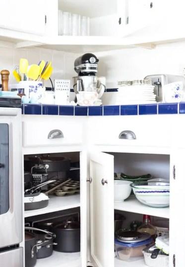 Kitchen-storage-ideas-corner-cabinet-before-1