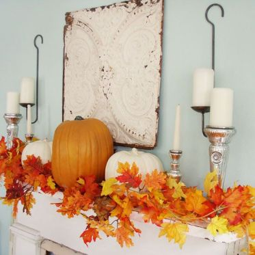 02-faux-leaf-garland-pumpkins-and-candles-on-vintage-candle-holders