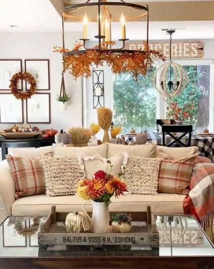 1-cozy-farmhouse-fall-decor-ideas-01-1-kindesign