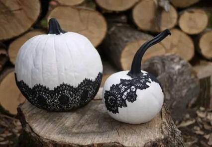 1-diy-lace-pumpkins-30-pumpkin-decorating-ideas-via-fox-hollow-cottage