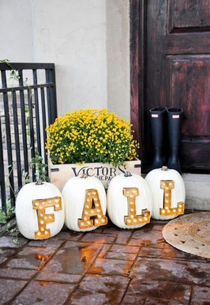 18-create-an-amazing-outdoor-arrangement-with-pumpkins-and-marquee-letters-inserted-1