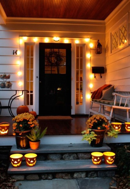 19-large-lights-attached-over-the-front-door-make-your-entryway-inviting-1