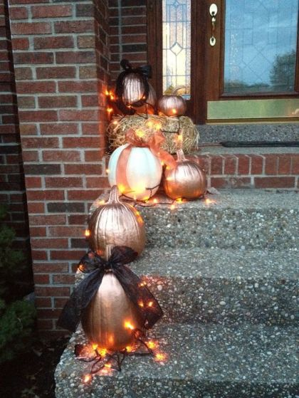24-painted-pumpkins-outside-displayed-with-lights-1