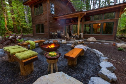 35-rustic-campfire-outdoor-idea-for-fireplace-homebnc
