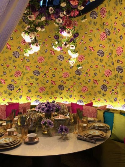Bring-some-gold-dishes-for-dining-table