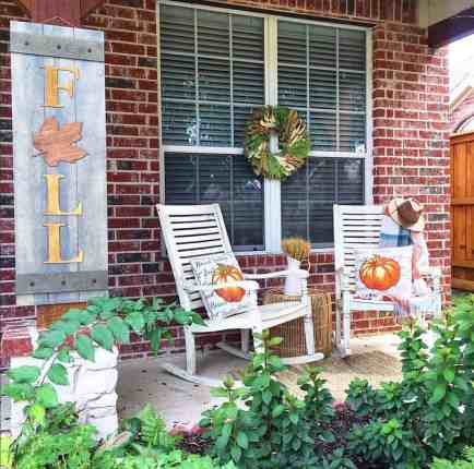 Farmhouse-fall-decorating-ideas-10-1-kindesign