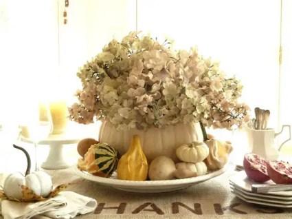 Thanksgiving-fall_-autumn_-white_-pumpkin_-centerpiece_-and_-decorating_-ideas__30-1
