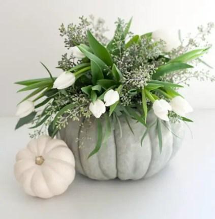 Thanksgiving-fall_-autumn_-white_-pumpkin_-centerpiece_-and_-decorating_-ideas__62-1