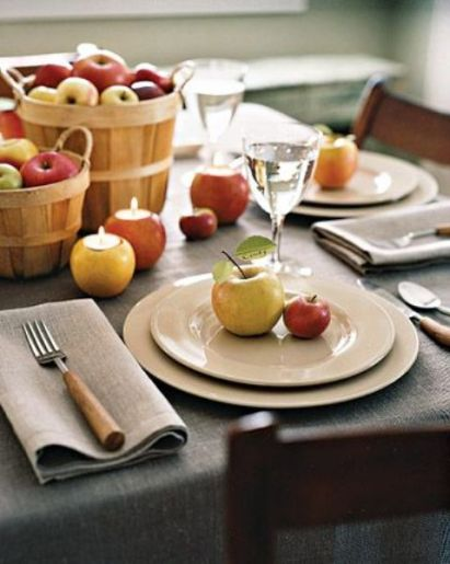 Apples-in-wooden-baskets-as-candleholders-and-for-marking-each-place-setting-are-all-you-need-for-a-cool-fall-aprty