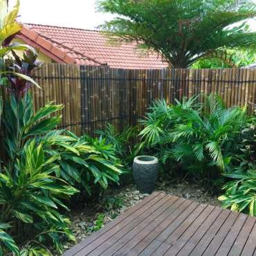 Awesome-bamboo-privacy-fence-ideas-for-backyard