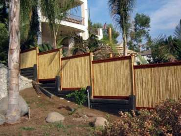 Backyard-hill-slope-designs-bamboo-fence