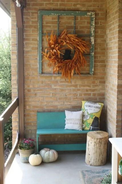 Chic-farmhouse-balcony-for-thanksgiving