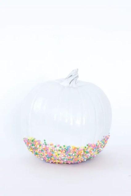 Diy-white-sprinkled-pumpkin-700x979-1602184498