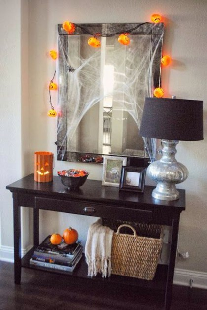 Halloween-entryway-table-decor