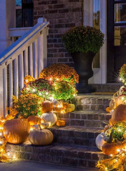 Outdoor-fall-lights-with-pumpkin-and-flower-decor