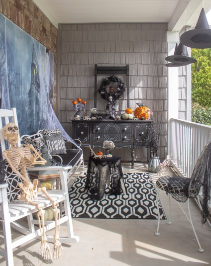 Scary-halloween-decorations-porch-9
