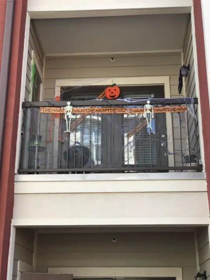 Simple-and-creative-halloween-balcony-design