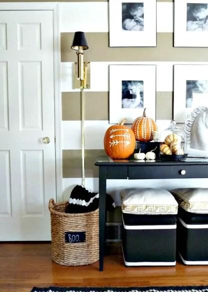 Simple-halloween-entryway-with-pumpkin-decor