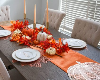 Simple-table-decoration-in-fall-colors