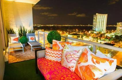 Small-balcony-decorating-outdoor-furniture-plants-2