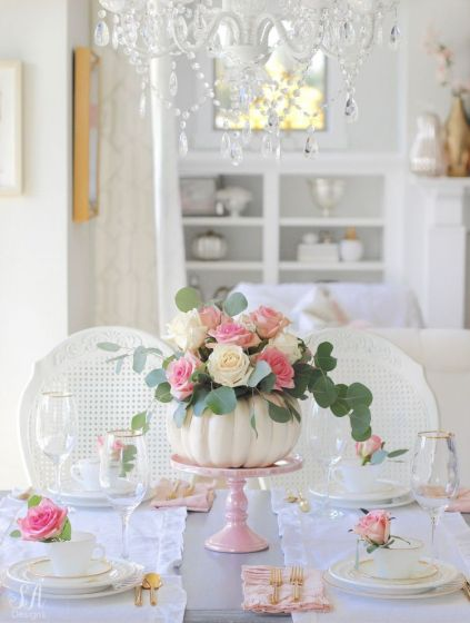 Stylish-elegant-thanksgiving-table-decor-in-white-and-pink
