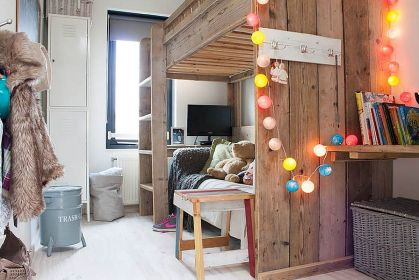 2-simple-use-of-colorful-string-lights-in-the-kids-bedroom