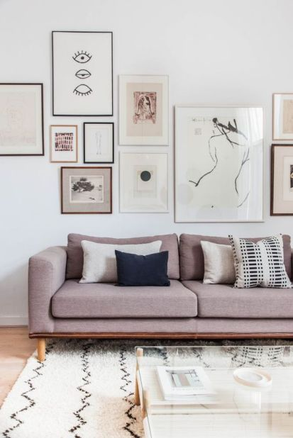 25-a-gallery-wall-done-in-one-style-and-coordinating-colors