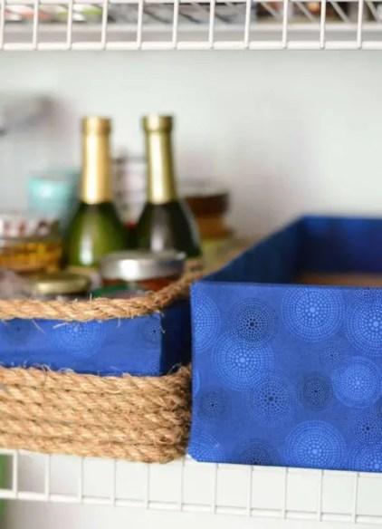 Blauer-stoff-kein-nähen-diy-aufbewahrungsboxen-wiederverwendung-alte-kartons